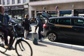 Fietsers en taxi's Antwerpen