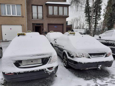 Taxi's in de sneeuw