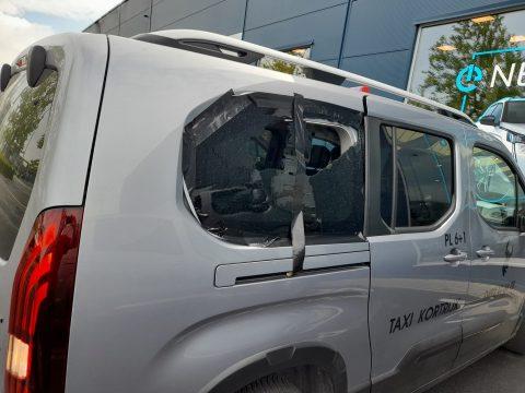 Schade aan wagen van Taxi Kortrijk