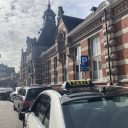 Taxi's station Turnhout. Foto: Matthias Vanheerentals / ProMedia